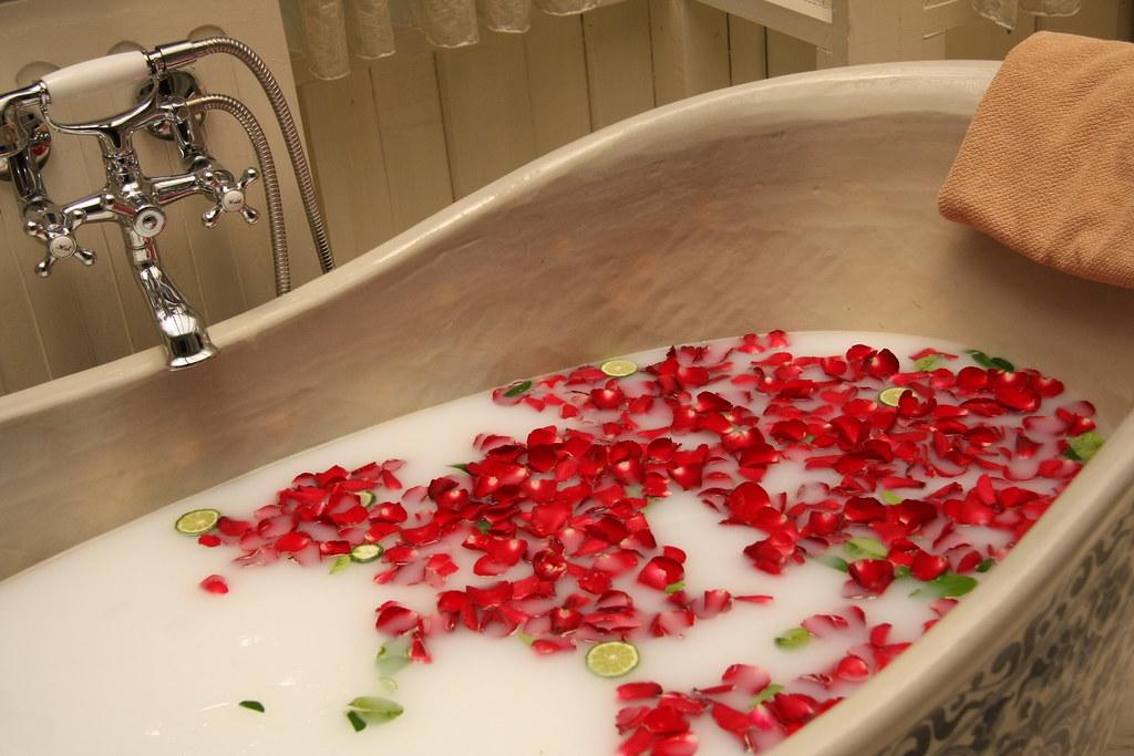4 parasta vinkkiä tavallisen kylpyhuoneesi uudistamiseen kylpylästandardeihin